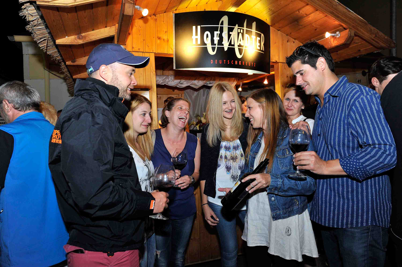 Weinverkostung auf dem Rotweinfestival Mittelburgenland